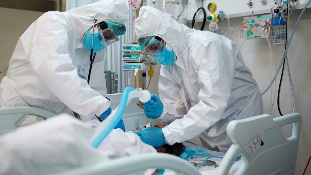Более половины коек для пациентов с COVID-19 по Украине заполнены