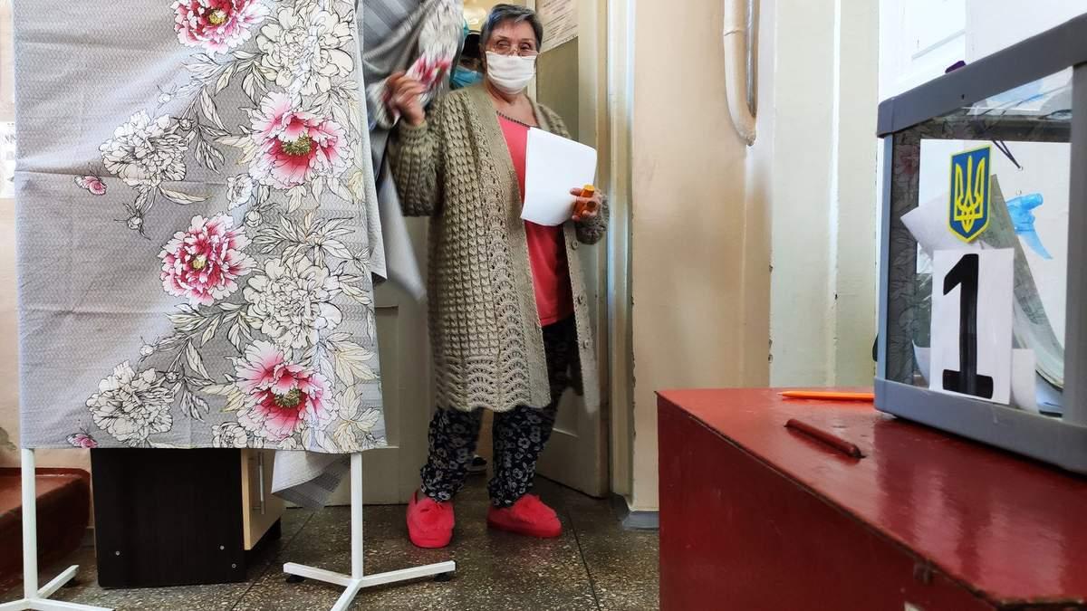Коронавірус і місцеві вибори 2020 – як голосують хворі, фото