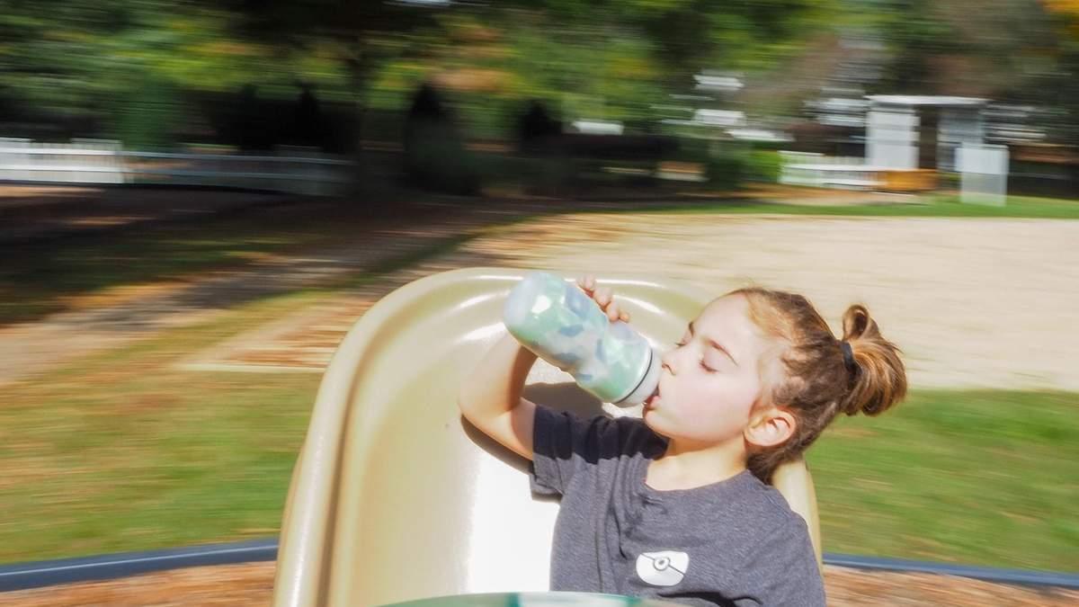 Скільки пити води