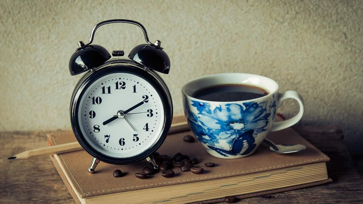 Чому ми не чуємо будильник: основні причини та що з ними робити