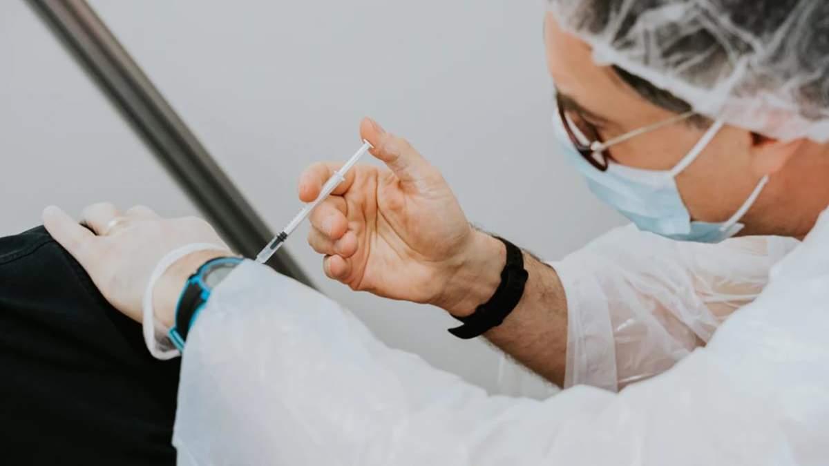 Євросоюз почав експертизу китайської вакцини Vero Cell: препарат оцінять за трьома критеріями