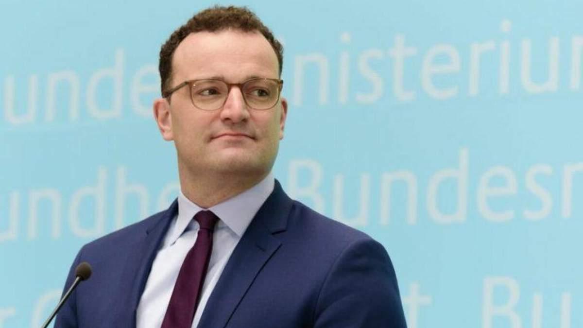В Германии требуют отставки главы Минздрава Йенса Шпана