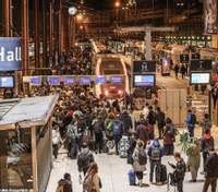 Локдаун у Франції: десятки тисяч парижан тікають із міста