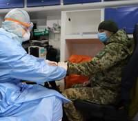 От коронавируса умер военный: главное о болезни в ВСУ