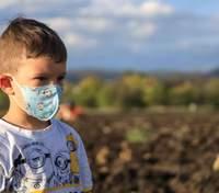 Кто чаще заражается коронавирусом: дети или взрослые