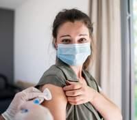 Вибіркова вакцинація не знизить смертність від COVID-19: результати моделювання