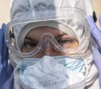 Захворюваність, смертність та госпіталізації через COVID-19: в Україні зросли всі 3 показники