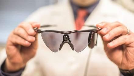 Протез ока підключили до мозку сліпої жінки, та відновили їй зір