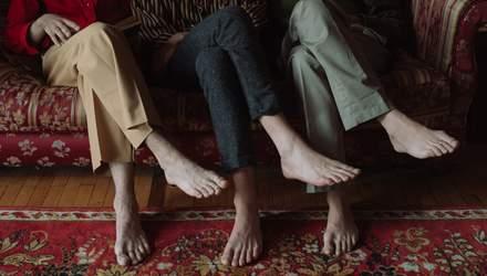 Чи шкідливо сидіти, закинувши ногу на ногу: розбір лікаря