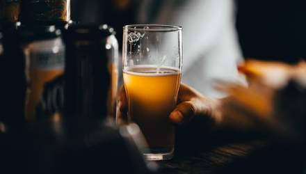 Зловживання алкоголем під час пандемії: хто та чому найбільше п'є
