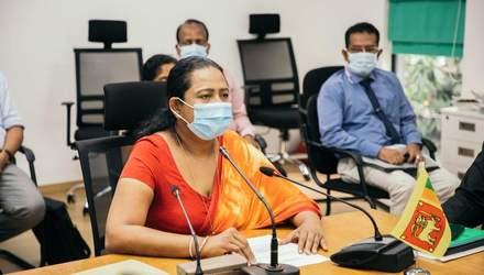 У Шрі-Ланці міністерка охорони здоров'я пропагувала шаманський сироп від COVID-19 і захворіла