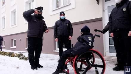 """Поліцейські у Чернівцях """"взяли на службу"""" онкохворого хлопчика і здійснили його мрію"""
