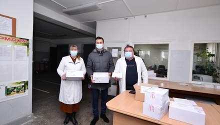 Ще 2 області розпочали вакцинацію проти коронавірусу: деталі та відео