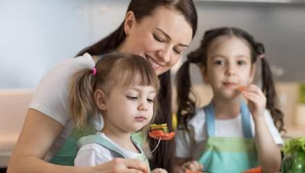 Что нельзя говорить ребенку во время еды: 8 фраз, которые навредят малышу