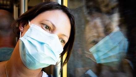 Скільки українців вважають COVID-19 штучно створеним вірусом