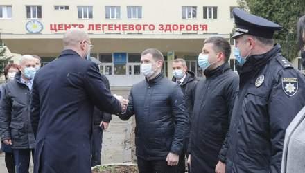 Держава продовжить збільшувати зарплати медикам, – Шмигаль зустрівся з львівськими лікарями