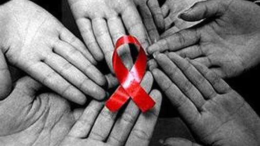 Янукович доручив Азарову профінансувати ліки для ВІЛ-інфікованих