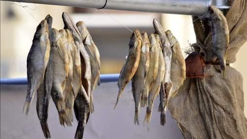 Смертельный ботулизм: в Киеве запретили продажу рыбы