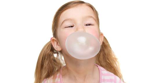 Що станеться, якщо дитина проковтне жувальну гумку