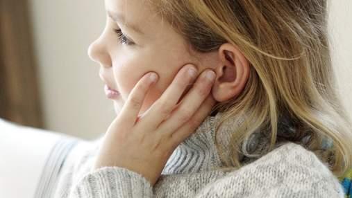 Сильний біль у вусі: що робити