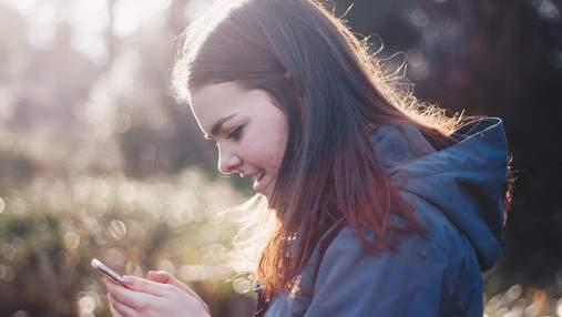 Привычка сидеть в телефоне во время общения с людьми – признак депрессии
