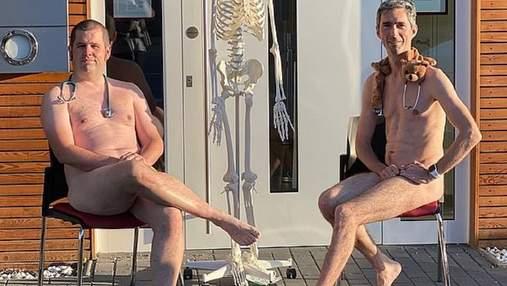 Немецкие врачи опубликовали голые селфи в знак протеста против нехватки средств защиты: 18+