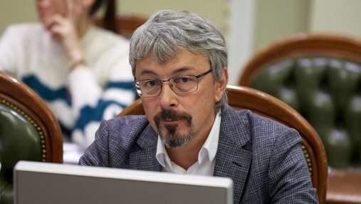 Натовпи без масок та соціальної дистанції, – Ткаченко попросив українців дотримуватись карантину
