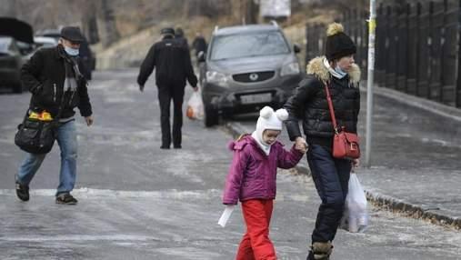 Более 70 киевлян: в Киеве подсчитали количество травмированных из-за гололеда