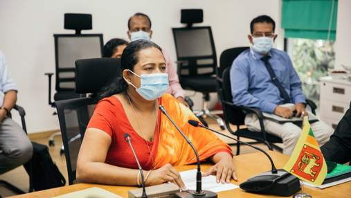 В Шри-Ланке министр здравоохранения пропагандировала шаманский сироп от COVID-19 и заболела