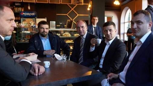 Чаювання у Хмельницькому: КСУ розгляне порушення карантину Зеленським