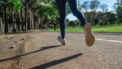 Чтобы не болели колени: 3 упражнения на растяжку, которые всегда стоит делать после пробежки