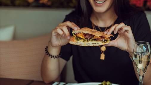Ешьте дома: регулярное питание в кафе и ресторанах увеличивает риск смерти на 50%