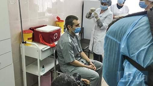 Вторую дозу вакцины получили уже 130 украинцев: каким препаратом