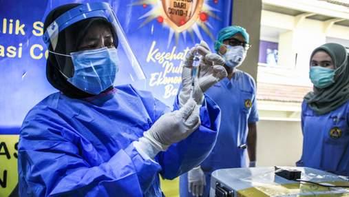 В Индонезии сотни медиков заболели COVID-19 после вакцинации препаратом от Sinovac
