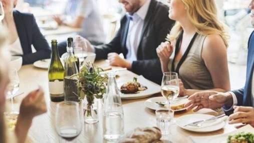 На Львовщине после массового отравления ресторанам запретили делать салаты с майонезом