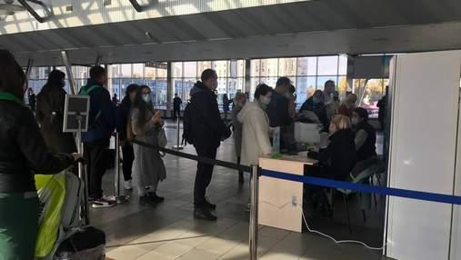 Штрафи по 17 тисяч гривень та платні тести: як люди добираються з Києва в інші міста України